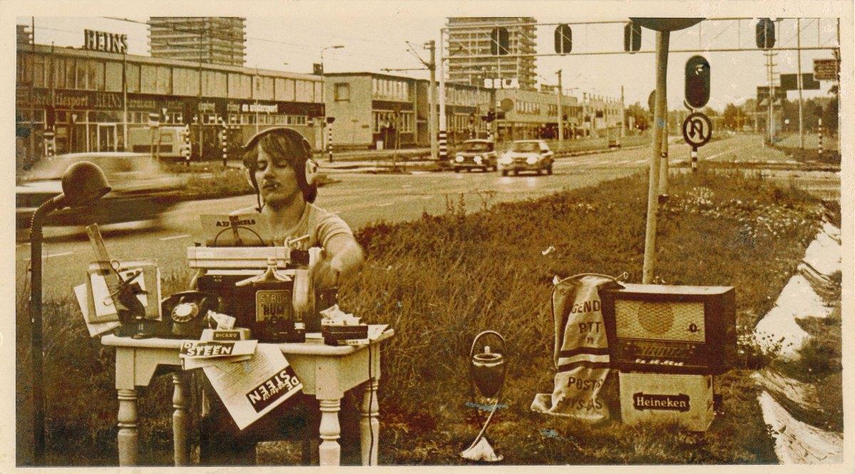 Riccardo Alberelli aan het werk als journalist van de Onderste Steen, begin jaren tachtig. Foto: Jan Lankveld