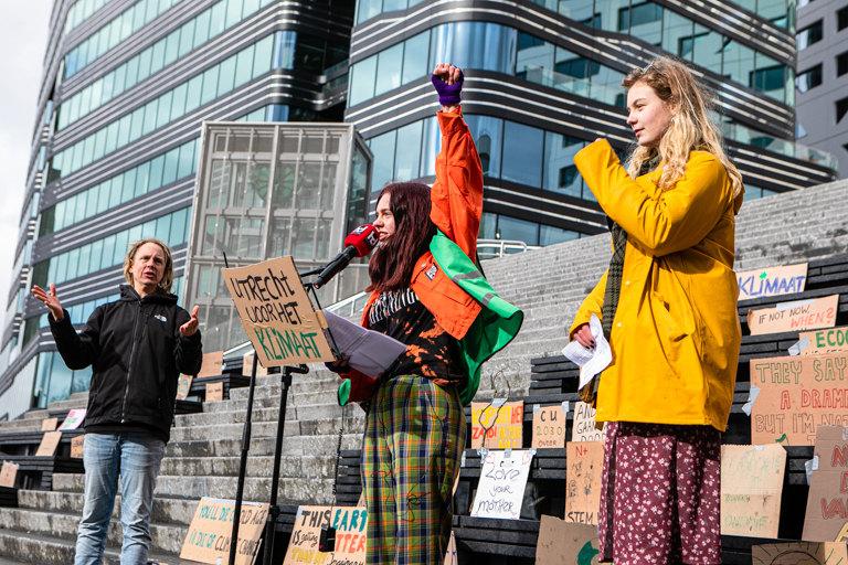 Klimaatdemonstranten op het Jaarbeursplein. Foto: Armelle van Helden