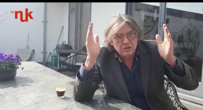 Henk Westbroek tijdens zijn bijdrage voor de Nuk (foto: still)