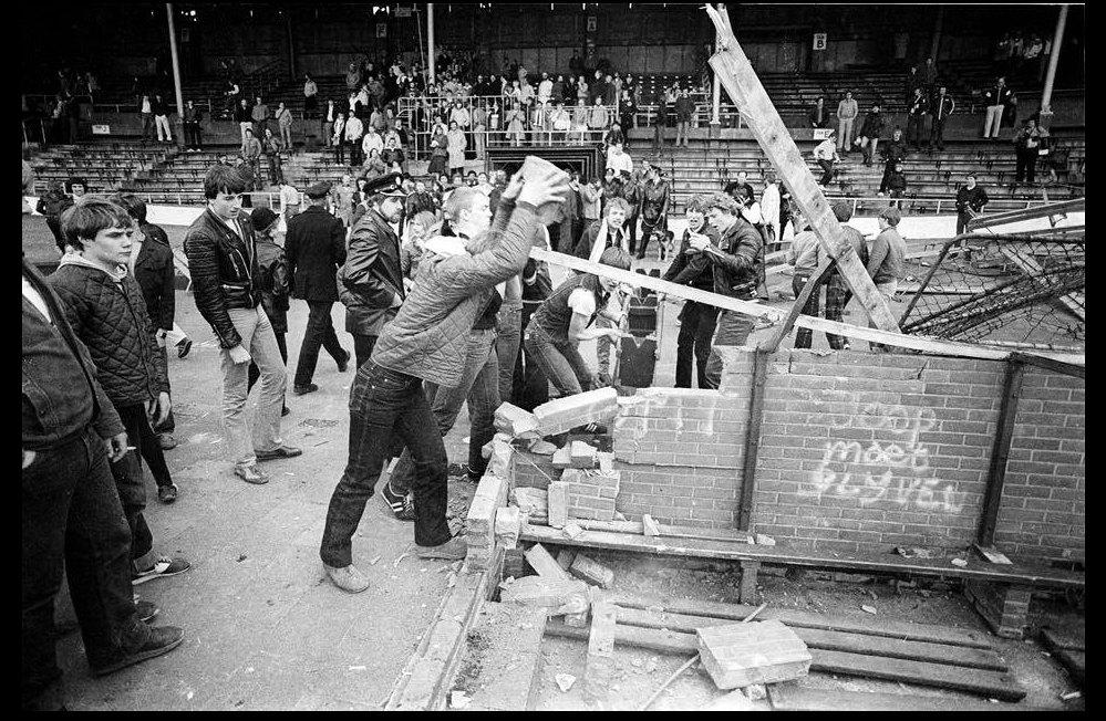 De sloop van Galgenwaard meteen na de wedstrijd tegen PSV. Foto: Michael Kooren