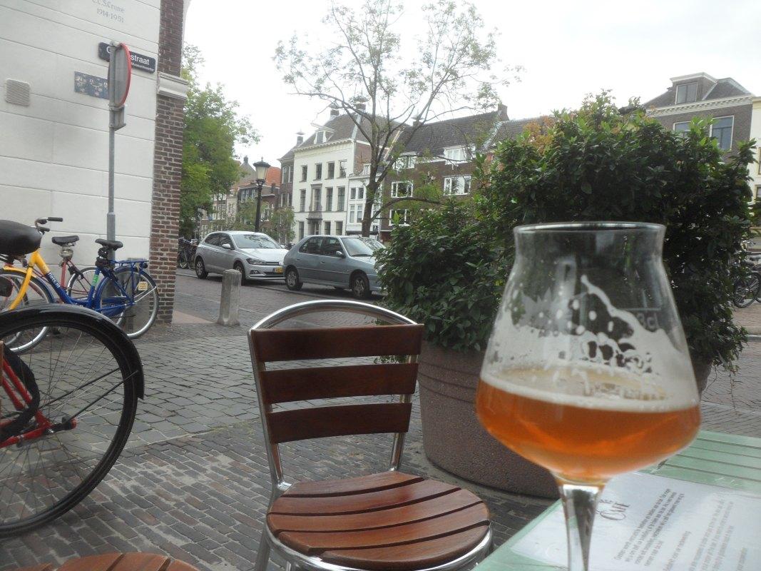 Biertje aan de gracht. Foto: Frans de Jonge/Nieuws030-archief