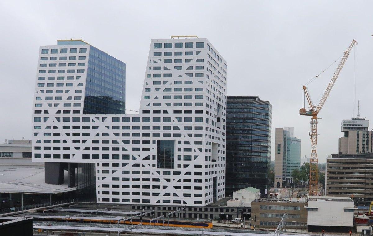 Tien maanden tijd is er nodig in het Stadskantoor om een horecavergunning te verlenen. Foto: Ton van den Berg