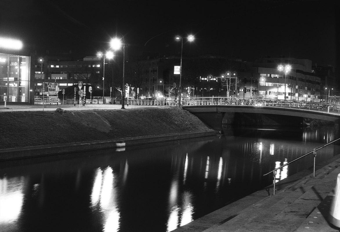 Zo nu en dan zie ik op m'n nachtfoto's een streep in de lucht van een vliegtuig, maar voor de avondklok was het geluid me 's nachts nog nooit opgevallen.Foto: Frans de Jonge