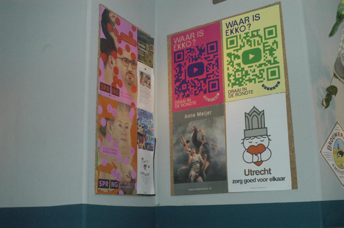 De affiches in restaurant Hemingway. Alleen de poster met het beeld van Dick Bruna herinnert nog aan corona. Foto: Frans de Jonge
