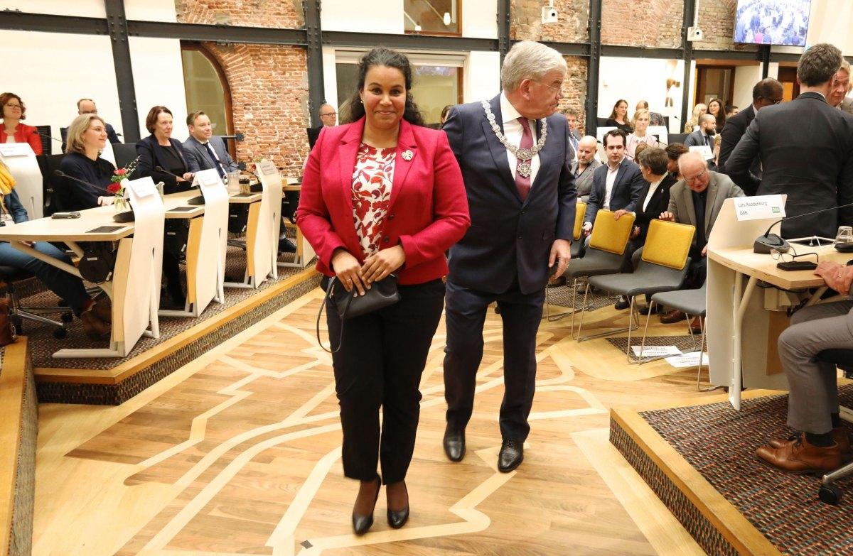 Simone Richardson in de raadzaal van Utrecht tijdens herbenoeming Van Zanen januari 2020. Foto: Ton van den Berg