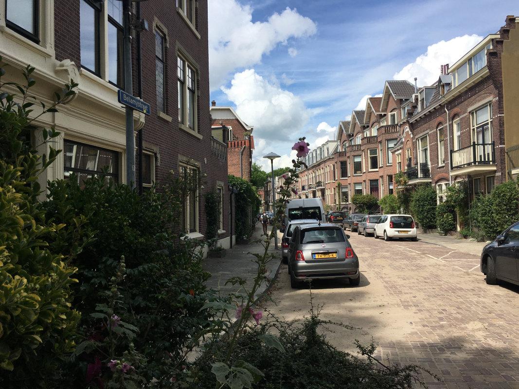 De Bellamystraat gezien in de richting van de Valkstraat. Foto: Dik Binnendijk