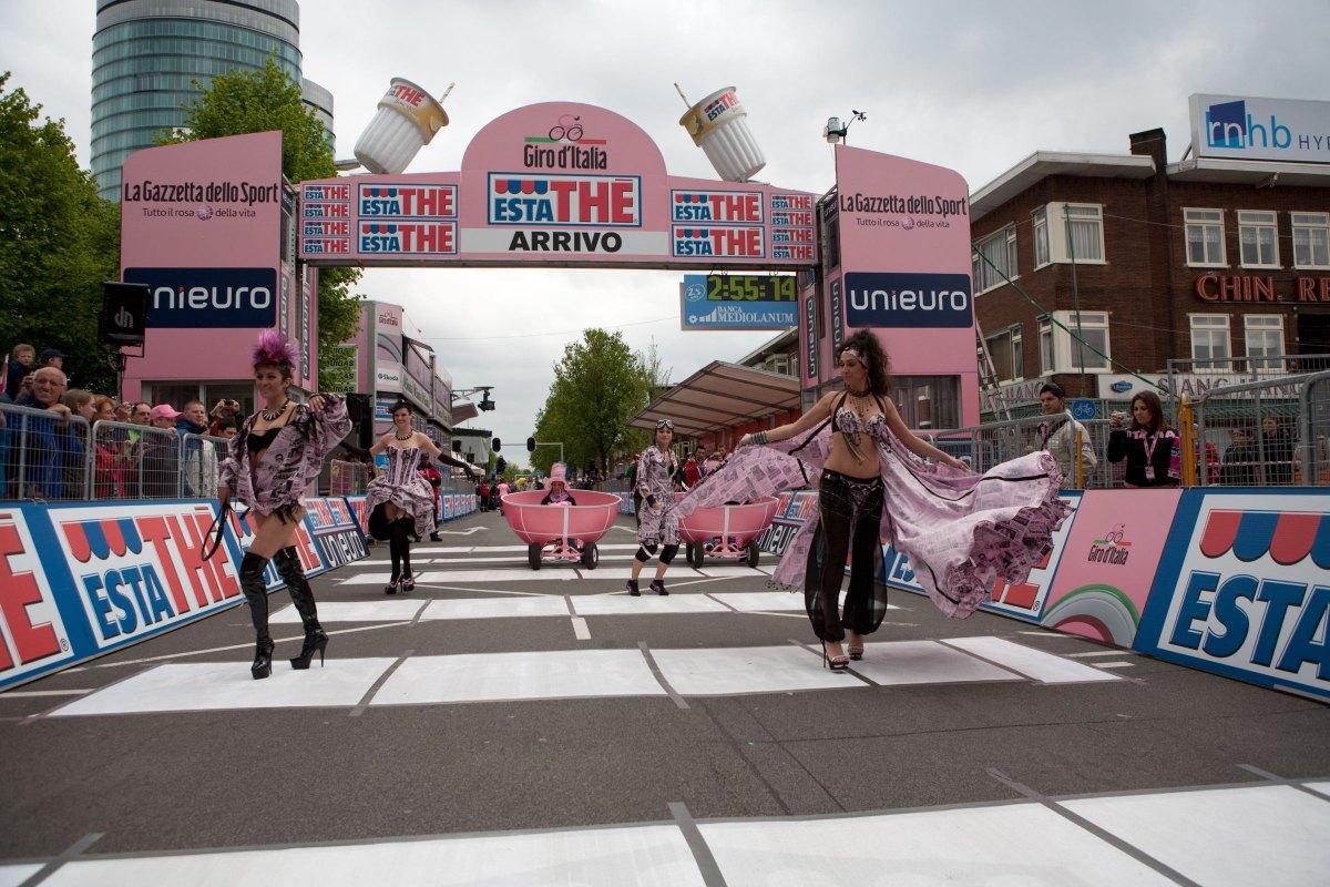 De Giro d'Italia in 2010 in Utrecht aan de Croeselaan. Foto: Ton van den Berg