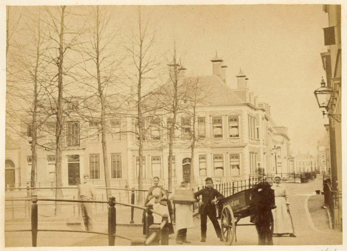 Het pand Janskerkhof 13 rond 1877. Foto: Het Utrechts Archief