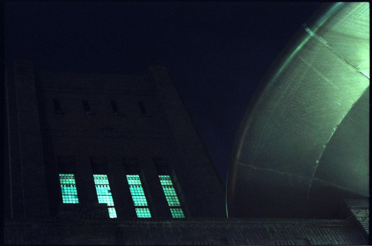 Fragmenten van het dit jaar 100 jaar oude gebouw De Inktpot en de UFO Zover. Foto: Frans de Jonge