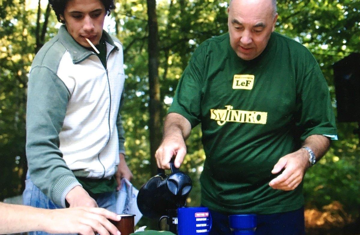 SvJ-Introkamp 2005: Mustafa Marghadi, Dik Binnendijk en eindelijk... koffie! Foto: Binnendijk