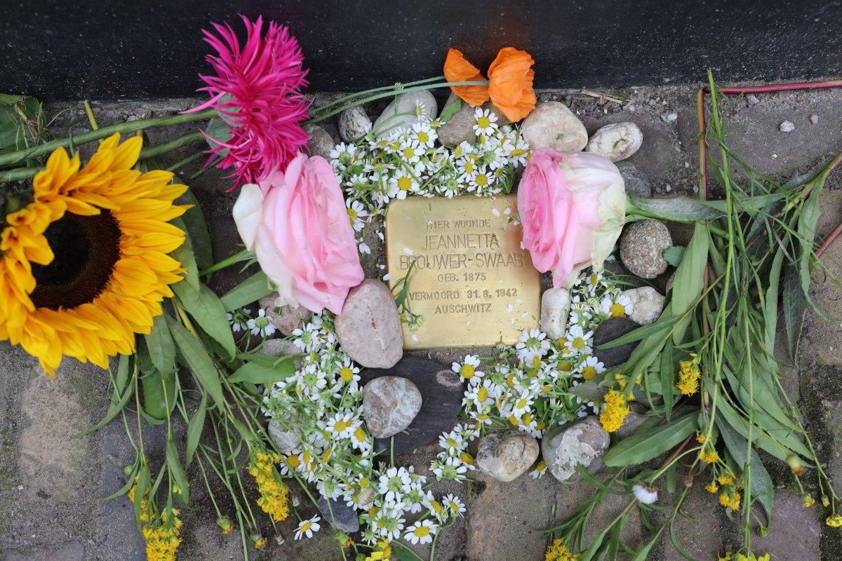 De struikelsteen voor Jeannetta Brouwer-Swaab. Foto: Ton van den Berg