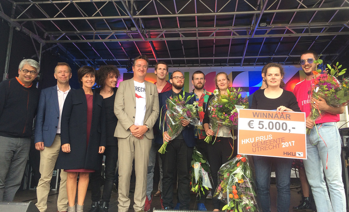De prijswinnares, de andere genomineerden, de jury en de wethouder.  Foto: Jim Terlingen