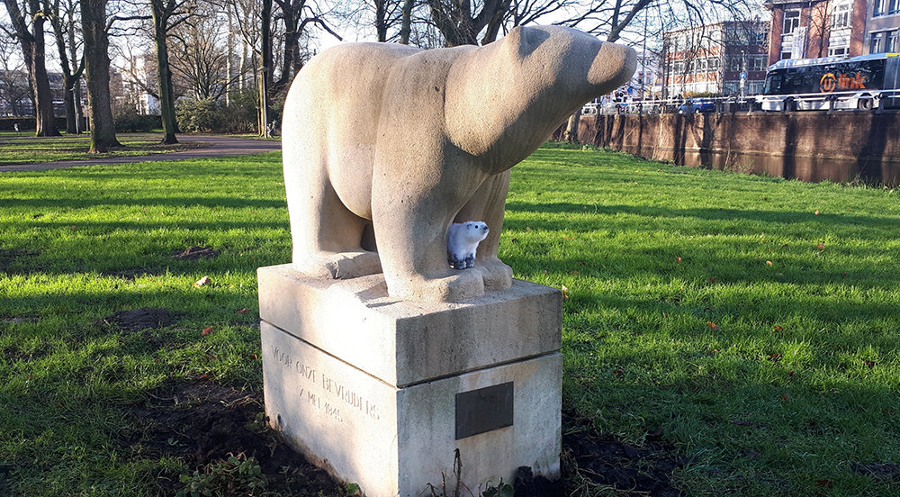 'Monument Polar Bears' van Marie José Wessels (foto: Mirjam van Elburg)