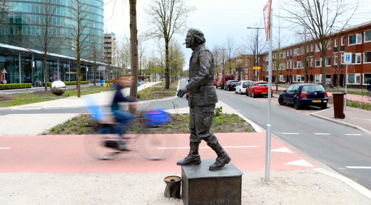 Che Guevara is onderdeel van 'Living Sculptures' van Christian Jankowski (foto: Ton van den Berg)