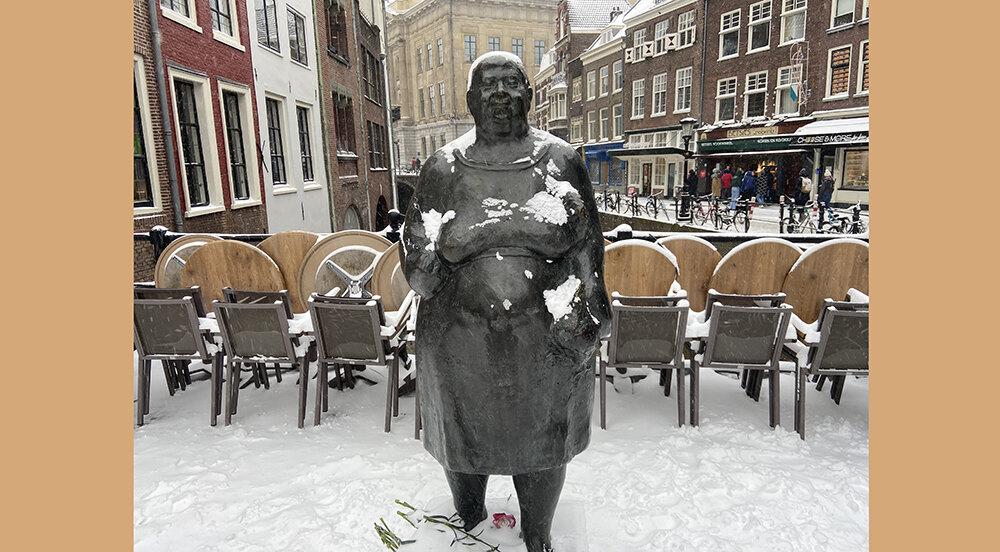 'Marktvrouw' van Theo van de Vathorst (foto februari 2021: Jim Terlingen)