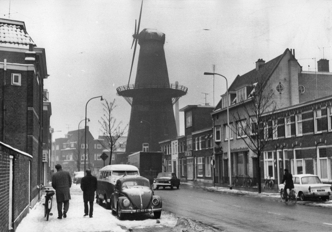 De Rijn en Zon staat er verwaarloosd bij in 1967. Foto: Ph. G. Grisel - HUA