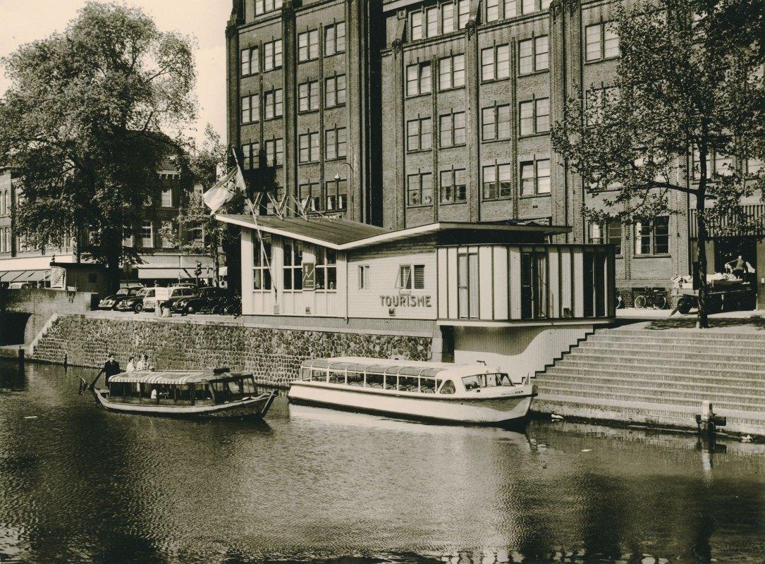 Het tijdelijke VVV-gebouw aan de Rijnkade begin jaren zestig. Foto: Het Utrechts Archief