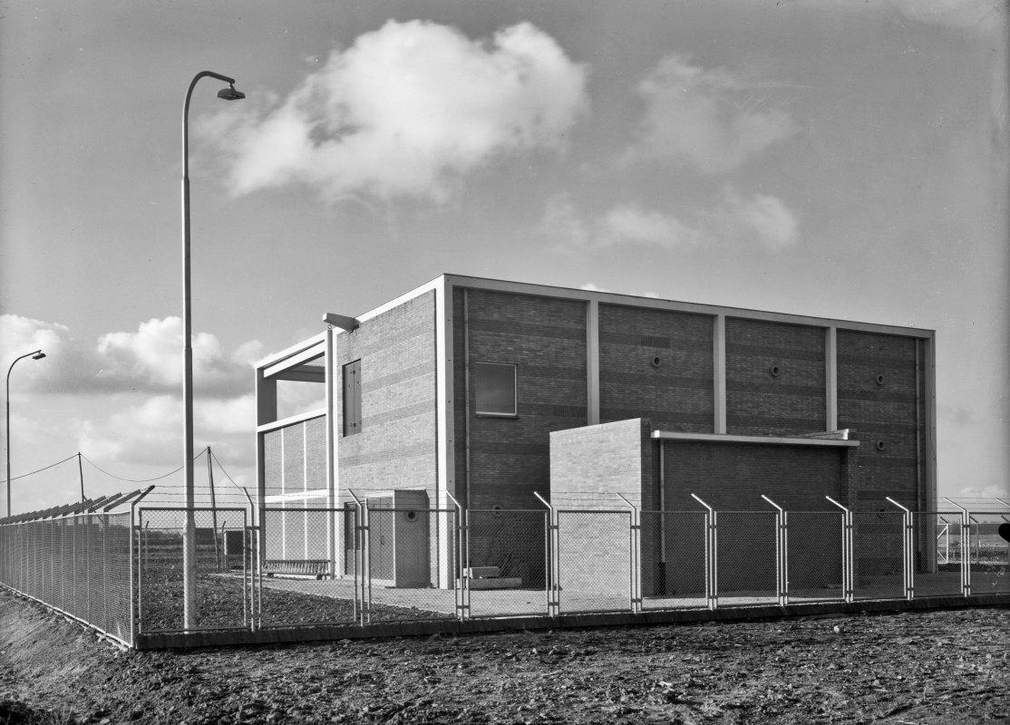 Transformatorhuis aan de Kanaalweg in 1954. Foto: Lauwers/HUA