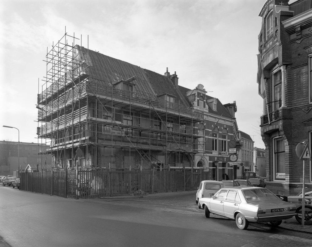 Restauratie panden aan het Wed op de hoek van Korte Nieuwstraat en Domplein in 1978. Foto: HUA