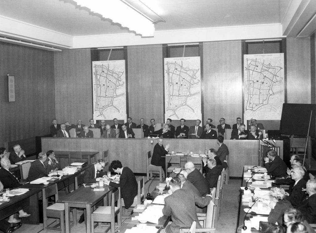 De gemeenteraad vergadert in 1959 over het verkeersplan Feuchtinger. Foto: F.F. van der Werf/HUA
