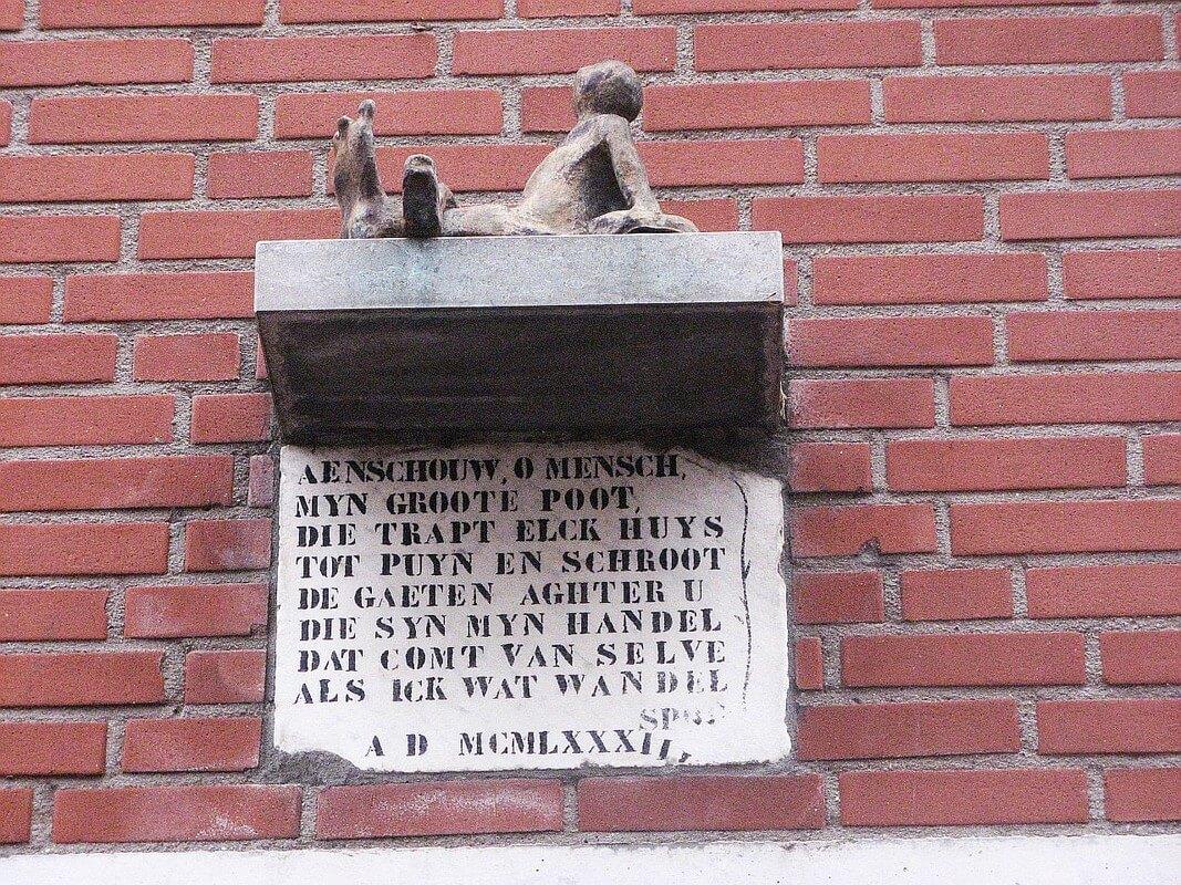 Het kleinste beeldje in de stad Utrecht aan een woning in de Rozenstraat. Foto: W. Geijssen