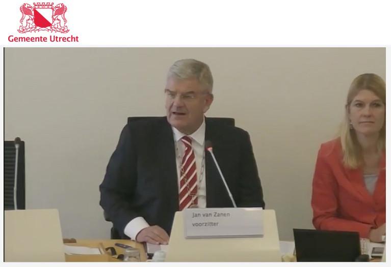 Jan van Zanen, afgelopen donderdag (met rechts de raadsgriffier). Screenshot Utrecht.nl