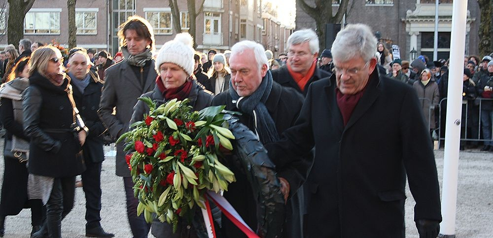 De Utrechtse delegatie gaat een krans leggen. Foto: Jim Terlingen