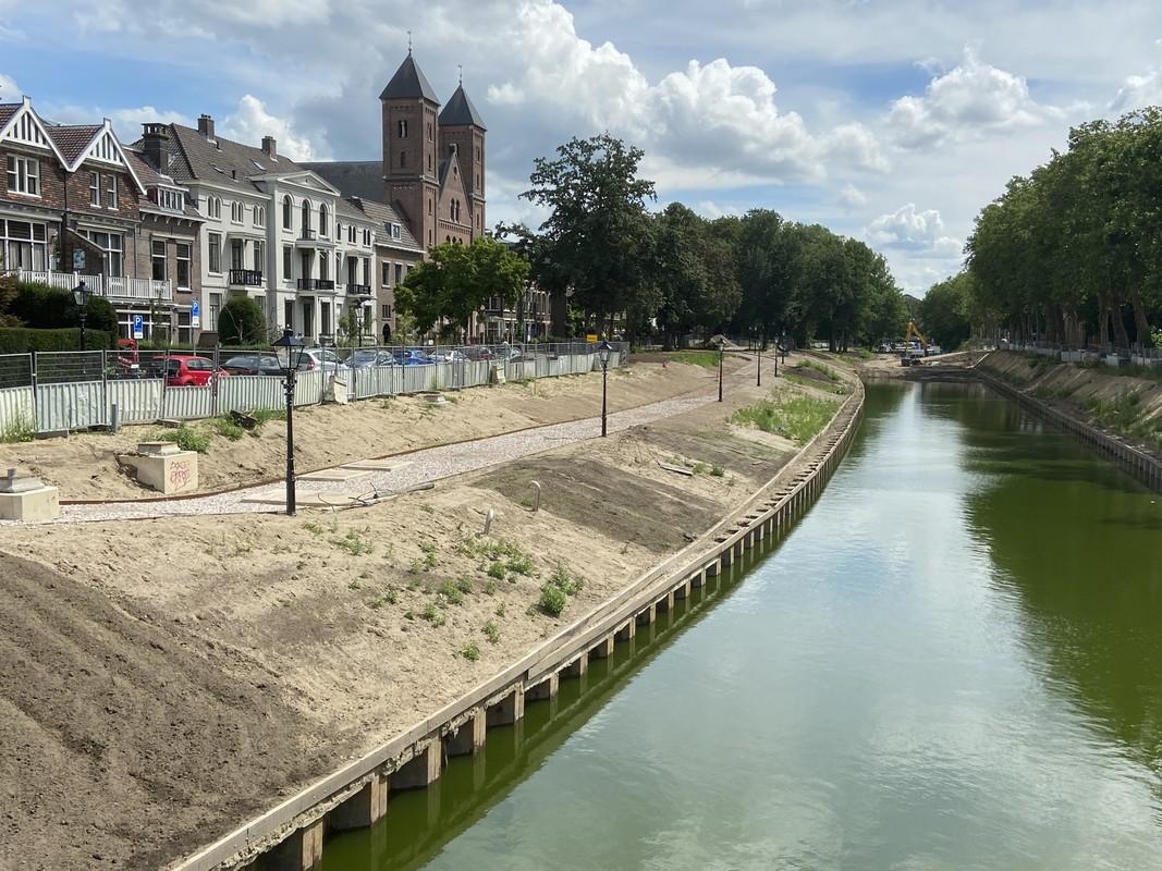 Water in het nieuwe deel van de singel, met links ervan een mooi pad. Foto: Jim Terlingen