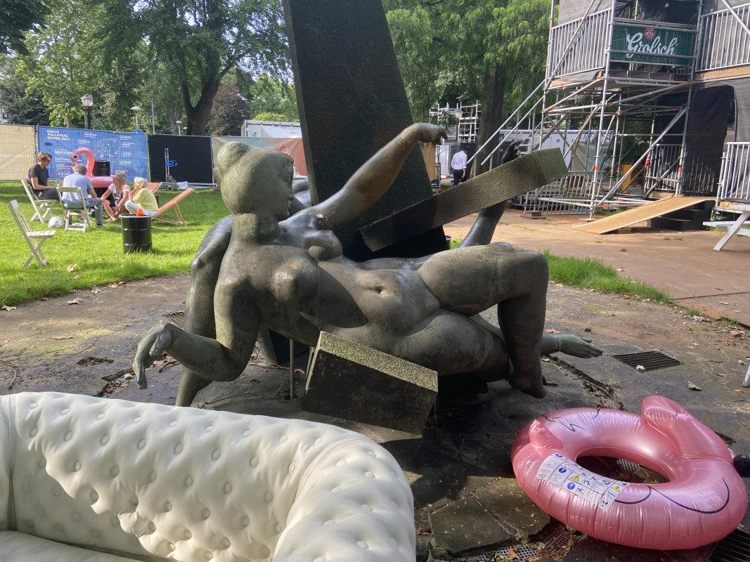 'Feest der Muzen' van beeldhouwer Joop Hekman tijdens het stadsfestival. Foto: Jim Terlingen