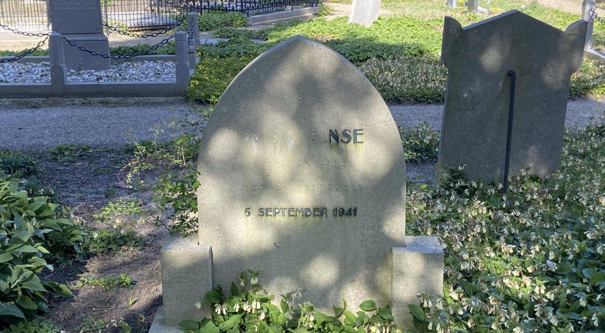Grafsteen op begraafplaats Soestbergen, april 2021. Foto: Jim Terlingen