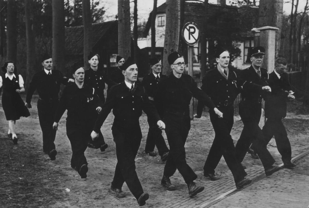 Bewakers van Kamp Rhijnauwen, 1946/1947. Foto: collectie familie Spierenburg