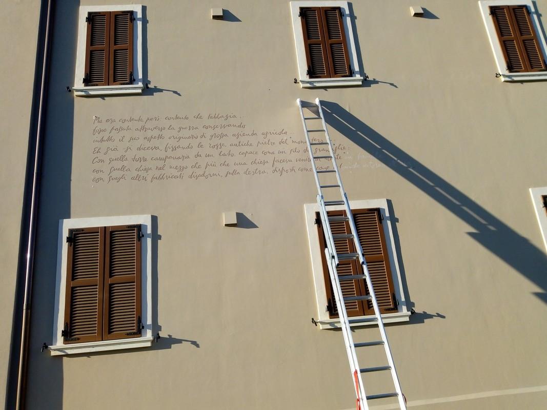 Aan het werk op een muur van de abdij Pomposa. Foto: Jos Peeters