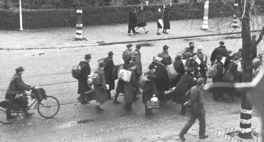 Beeld uit het razzia-weekend in Rotterdam, 10 en 11 november 1944 (foto: NIOD)