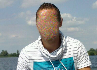 Een foto die de verdachte plaatste op zijn Twitteraccount, die nog steeds online staat (foto: Twitter, bewerkt JT)
