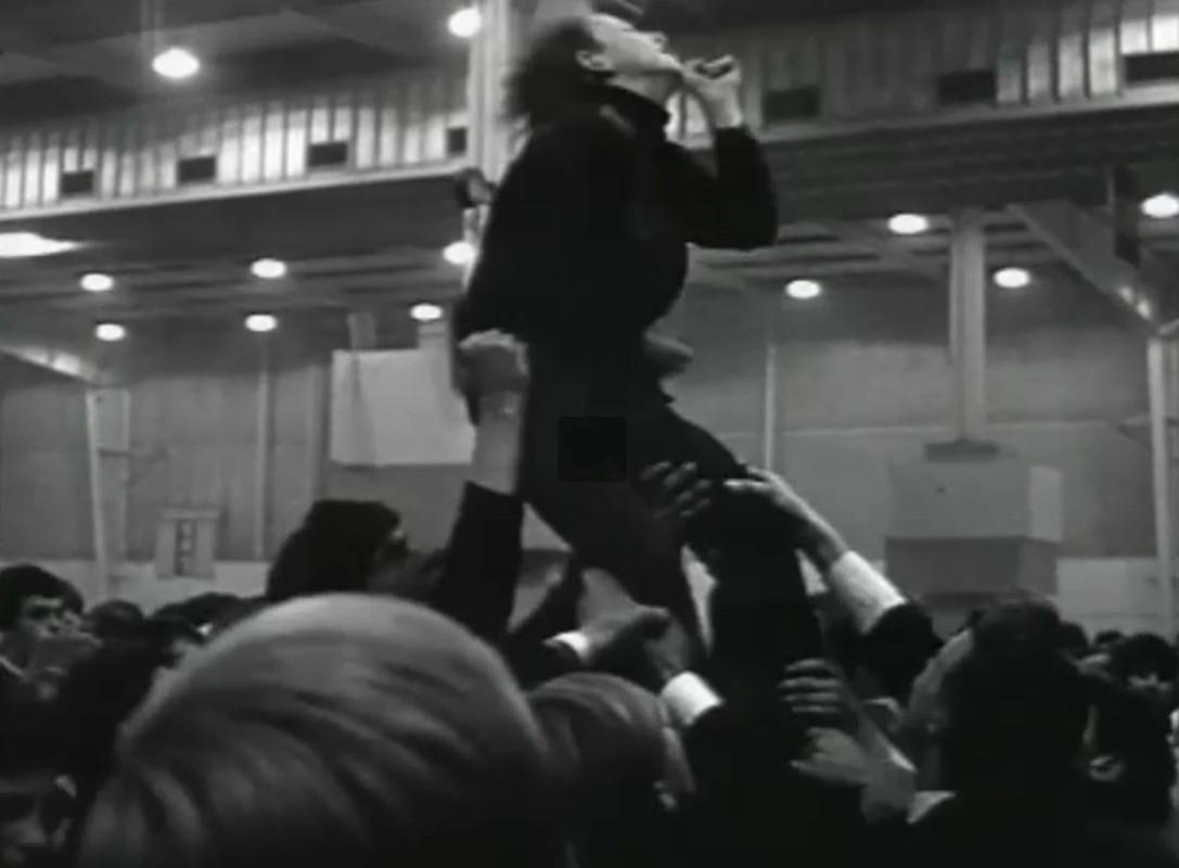 Publiek tijdens de Flight to Lowlands Paradise 1967. Foto: Still uit film H.W. Gomersbach