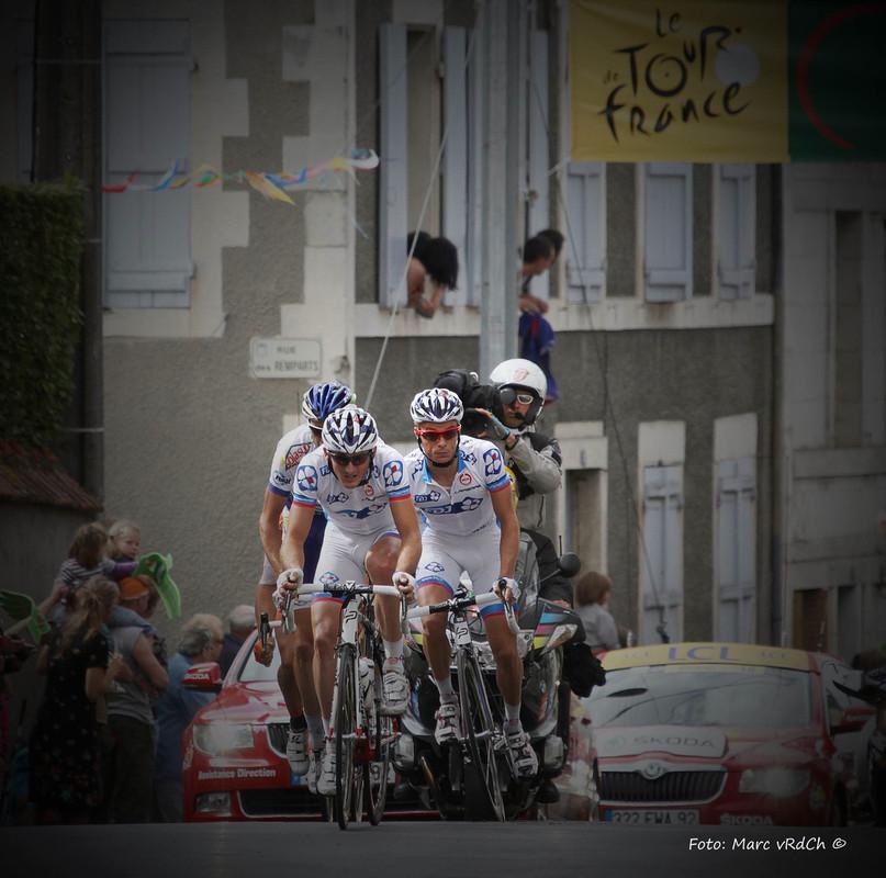 Wielrenners 'ergens in Frankrijk' tijdens de Tour de France. Foto: Marc van Rossum du Chattel