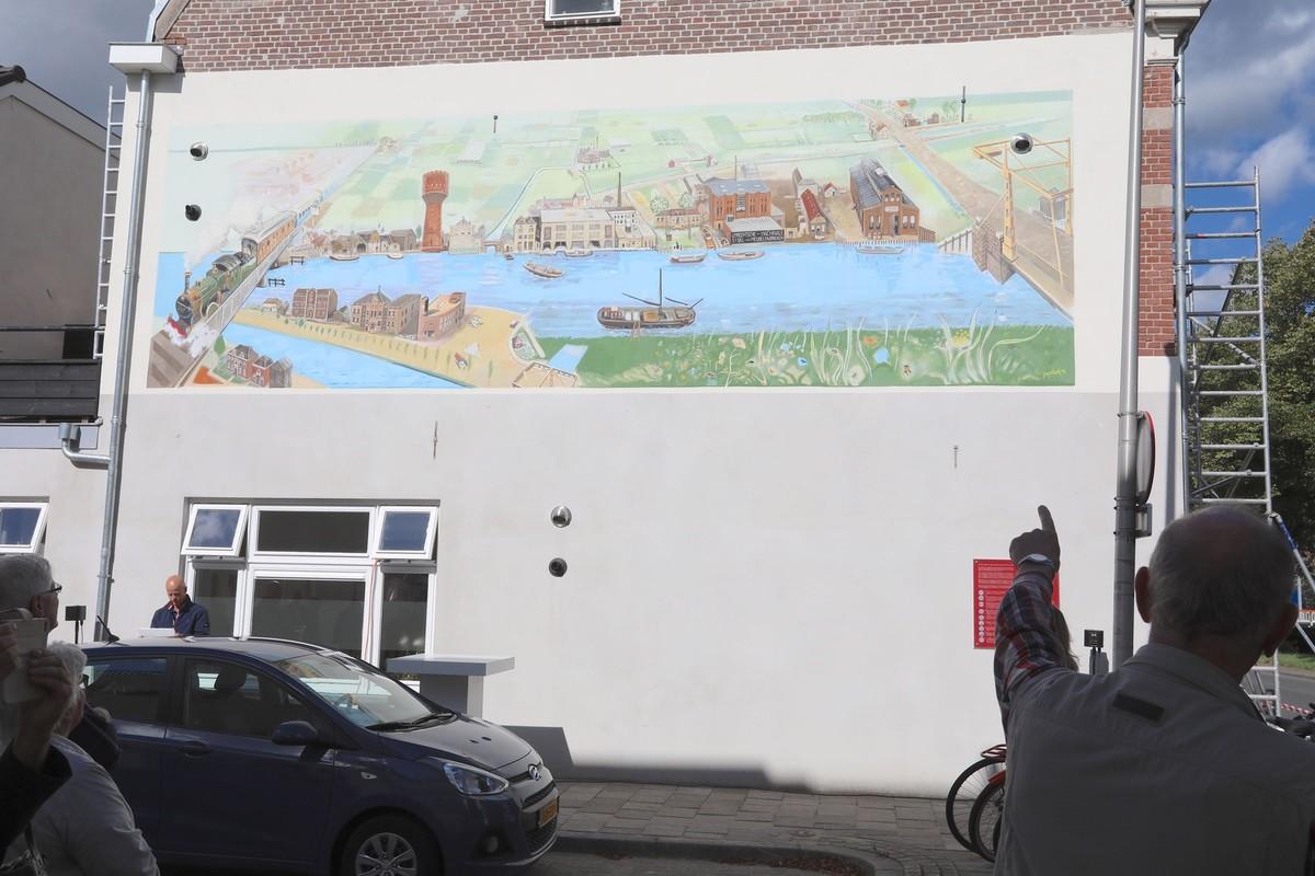 De nieuwe muurschildering in de Westravenstraat. Foto: Ton van den Berg