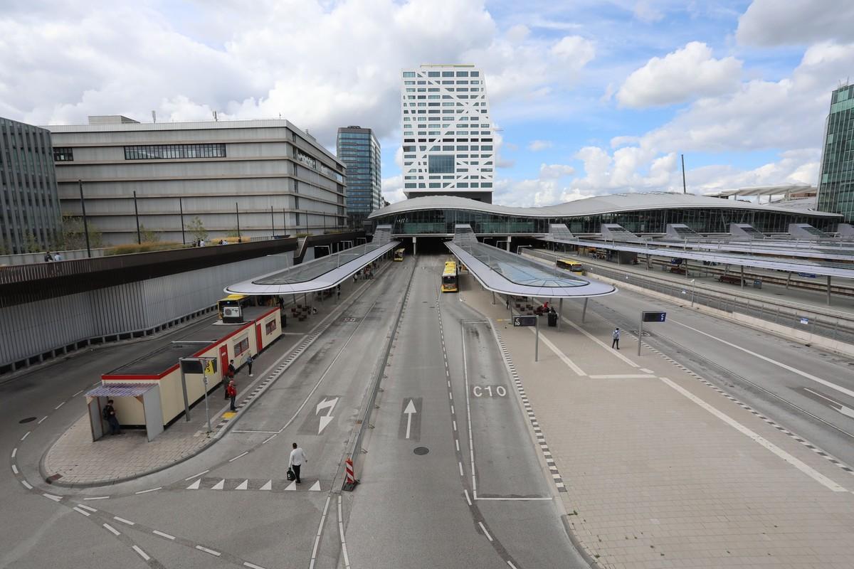 Het busstation bij Centraal Station Utrecht. Foto: Ton van den Berg