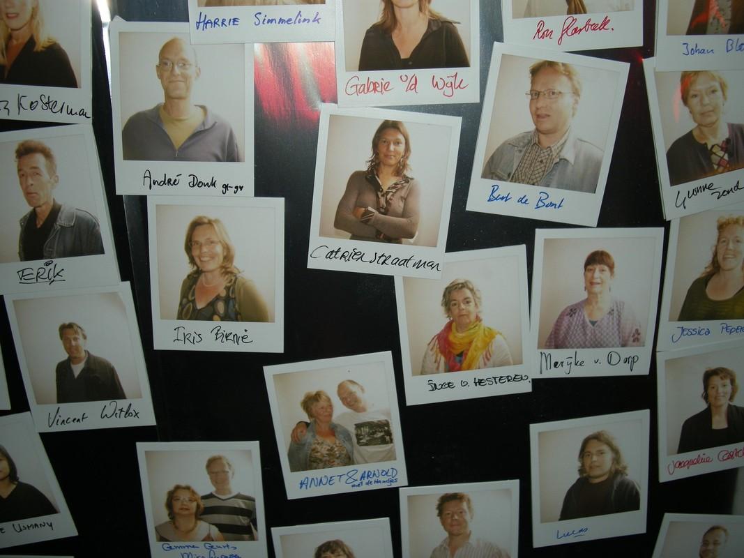 Vrijwilligers op de foto bij een reunie van het cafe in 2009. Foto: Ton van den Berg