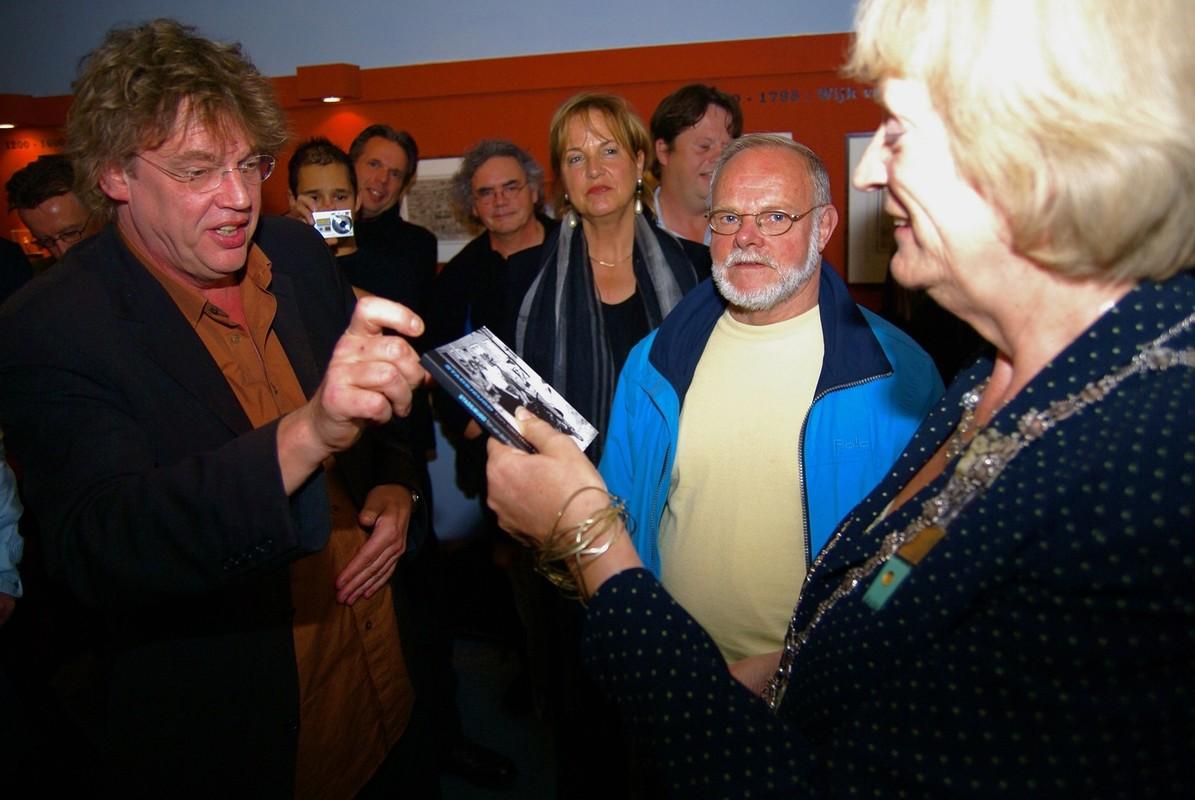 Henk Westbroek en Annie Brouwer bij de boekpresentatie van Stadsjeugd (geschreven door Ton van den Berg) in 2007. Foto: Ton van den Berg