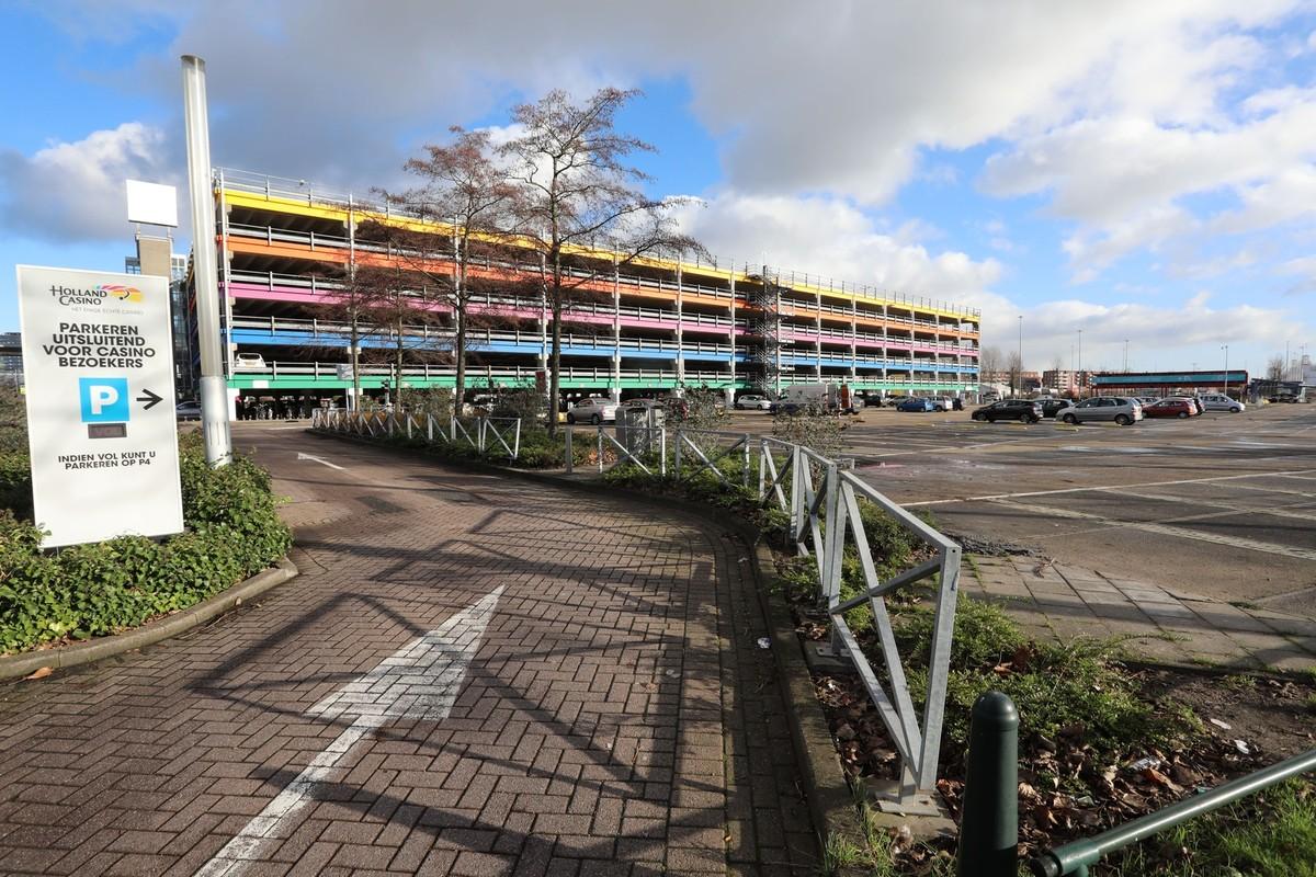 Parkeergarage P4 aan de Truus van Lierlaan. Foto: Ton van den Berg