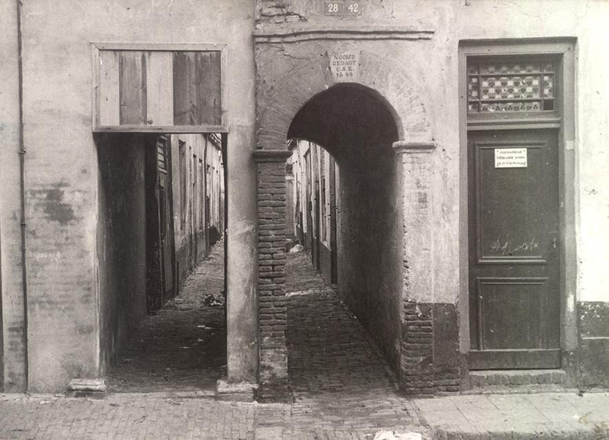 De verdwenen steeg Nooijtgedagt in Wijk C in de jaren dertig. Foto: Het Utrechts Archief/Volksbuurtmuseum