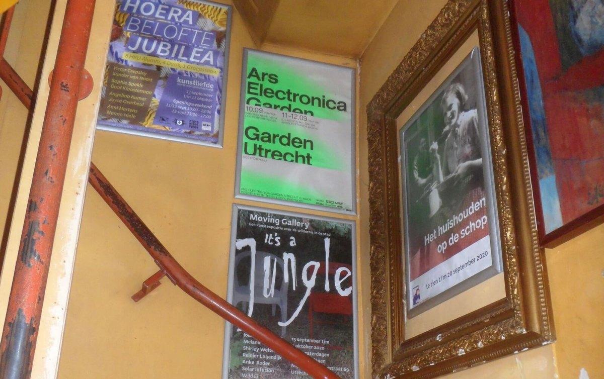 De posters aan de muur bij café Willem Slok. Foto: Frans de Jonge