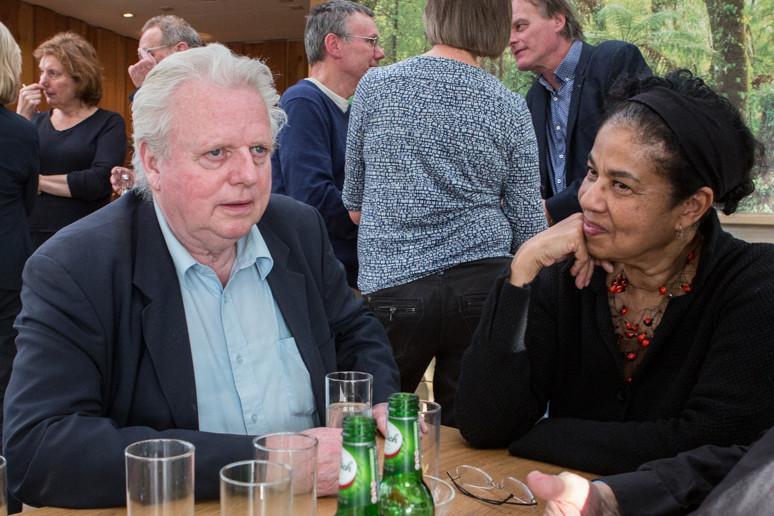 Ruud Hoff aan tafel met collega Lucia Nankoe. Foto: Gert-Jan Peddemors