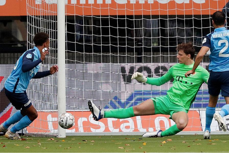Thijmen Nijhuis ziet de bal de goal in gaan. Foto: FC Utrecht