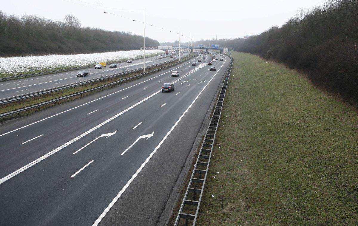 De A27 moet volgens minister Van Nieuwenhuizen worden verbreed. Foto: Ton van den Berg