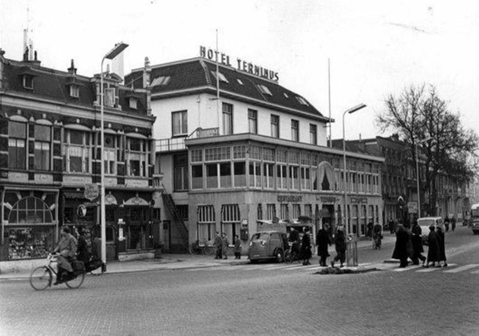 Hotel Terminus op het Stationsplein in de jaren '50. Foto: HUA