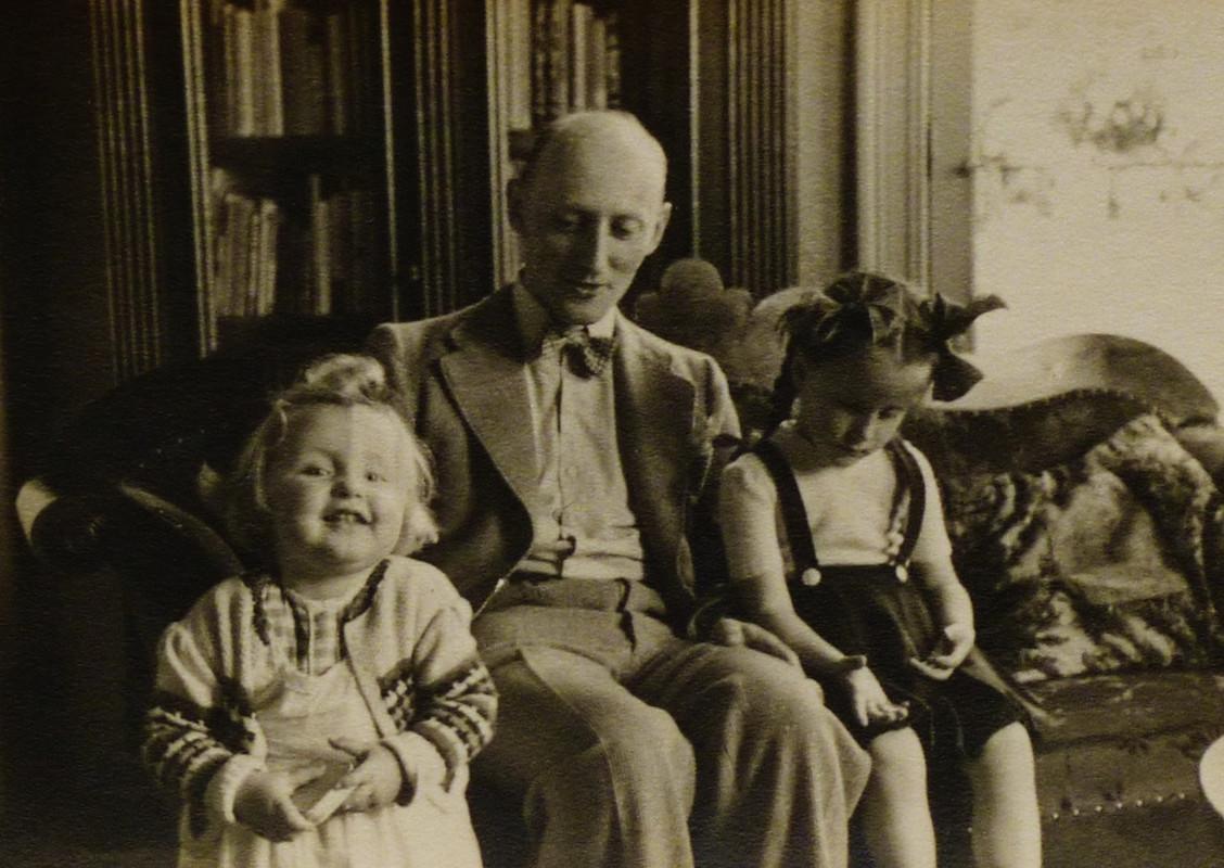 Kees Crone met twee van zijn dochters. Foto: privebezit familie Crone