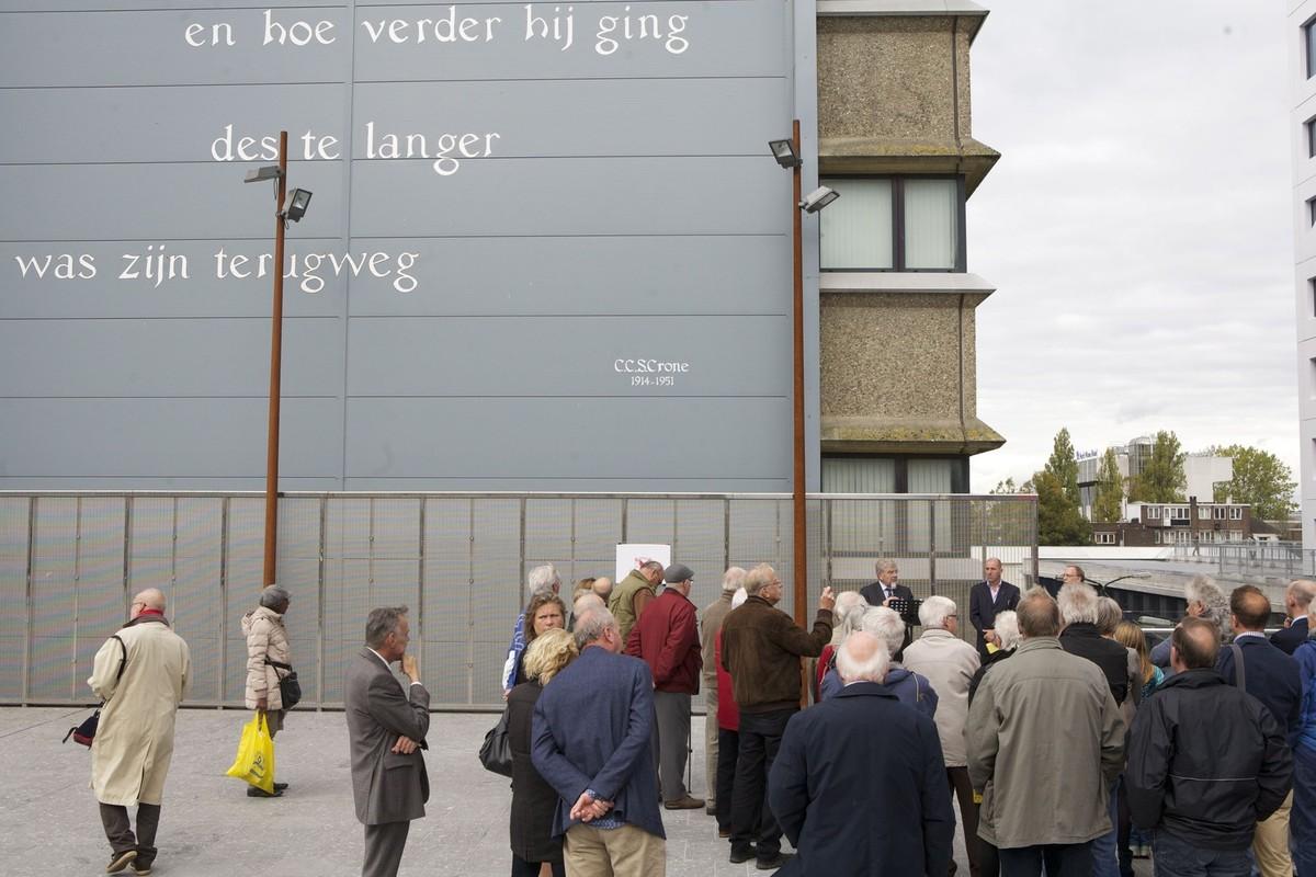Het citaat van Crone op het Stadsplateau. foto: Ton van den Berg