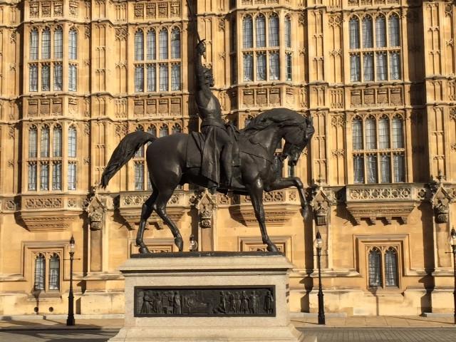 het standbeeld van Richard Leeuwenhart voor de Houses of Parliament in Londen. Foto: r. Verhulst